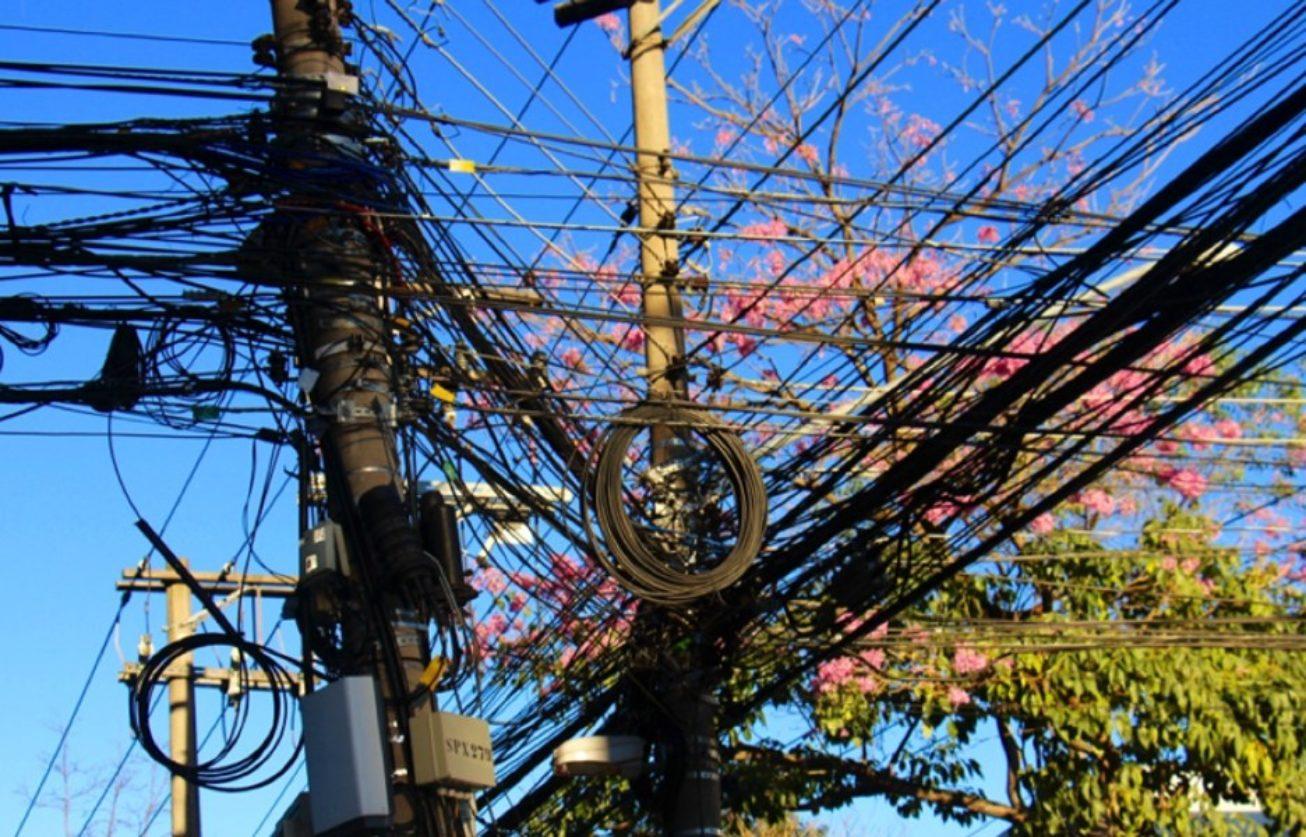 Imagem de Acabou o gato! Eletropaulo já pode cortar cabos clandestinos dos postes no tecmundo