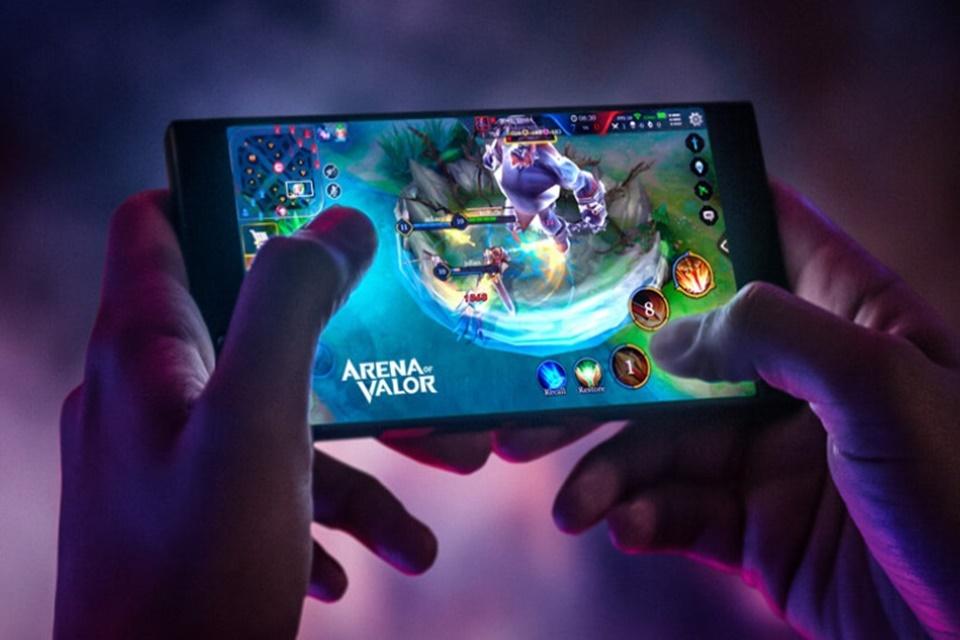 Imagem de Razer Phone 2 vaza em benchmarks e pode ter LEDs Chroma no tecmundo