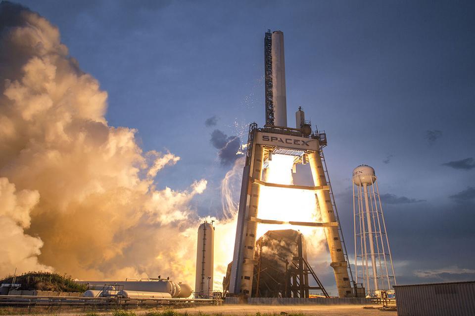 Imagem de SpaceX pode lançar armas militares em defesa dos Estados Unidos no tecmundo