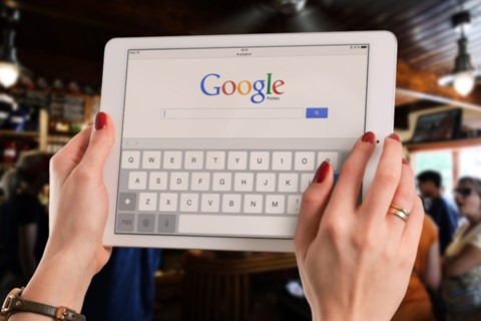 Imagem de Google pode pagar US$ 9 bilhões à Apple por ser padrão do Safari no iOS no tecmundo