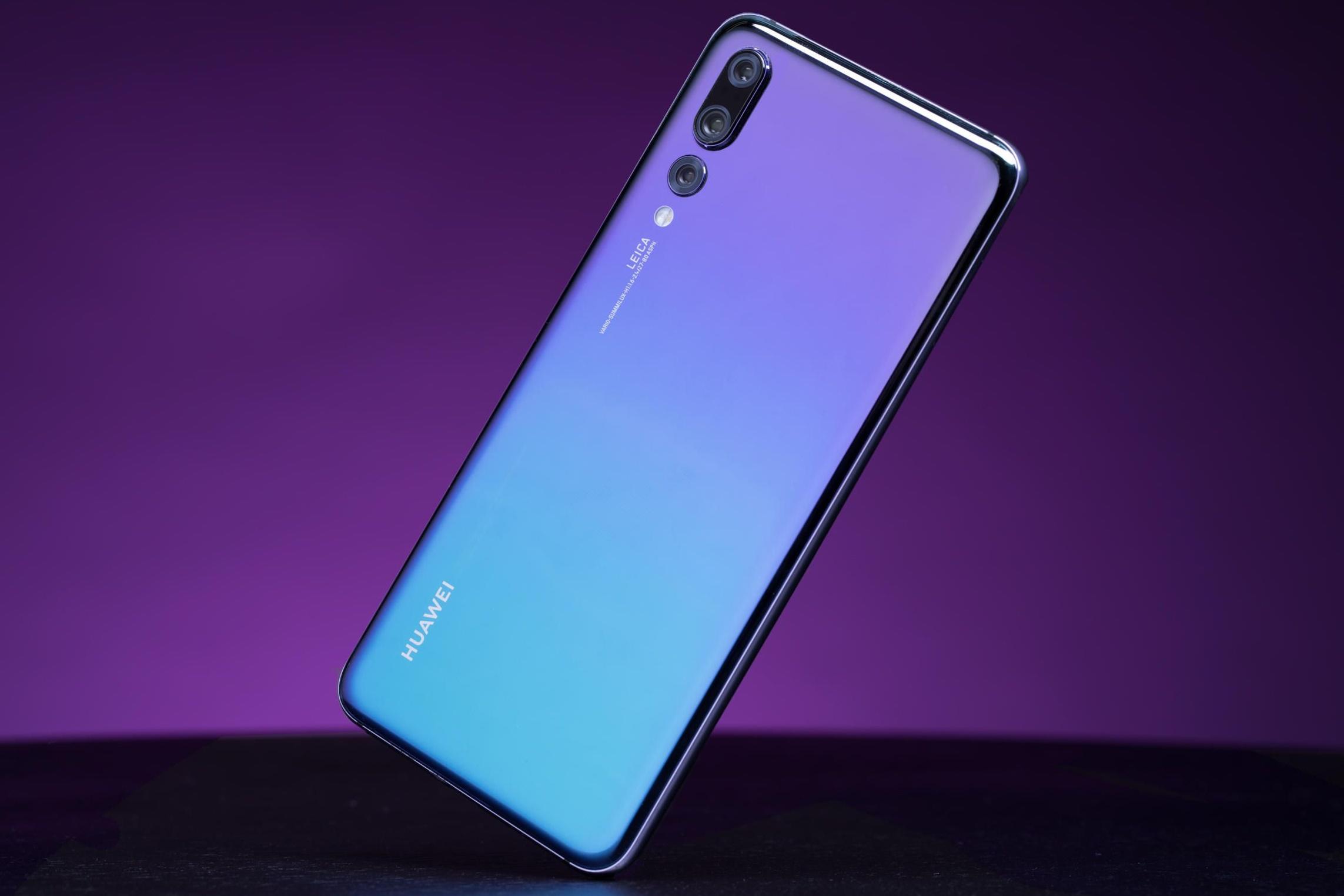 """Imagem de Huawei também deve lançar smartphones com """"buracos"""" na tela no tecmundo"""