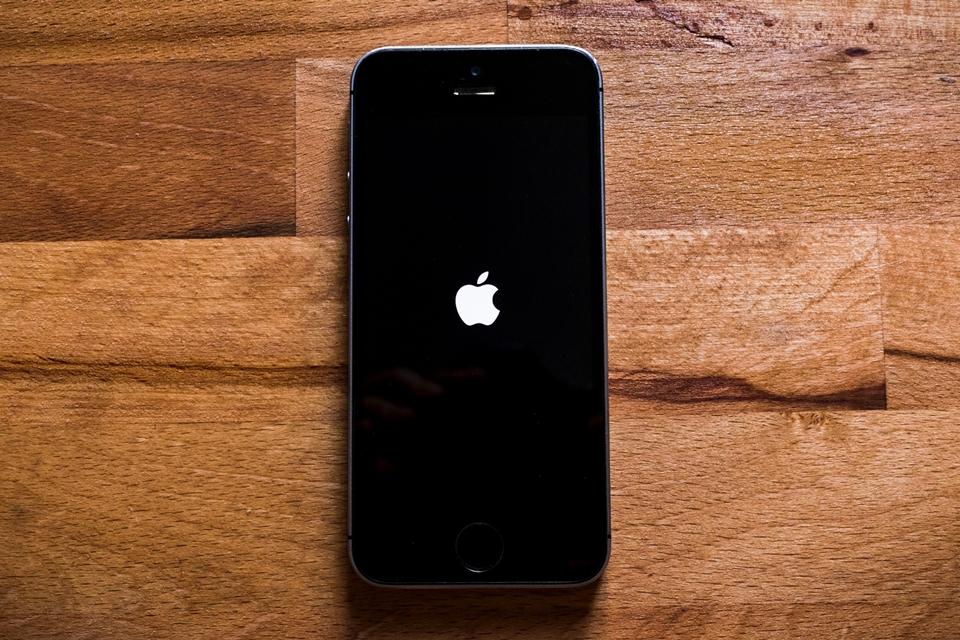 Imagem de Facebook nega que Zuckerberg tenha proibido funcionários de usarem iPhone no tecmundo
