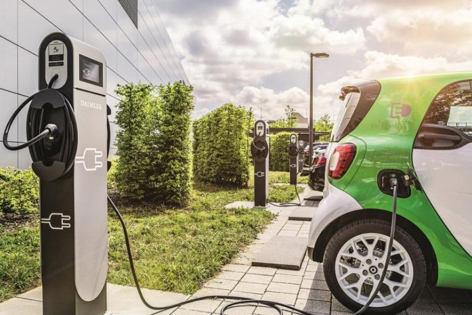 Imagem de Porsche e BMW lançam carregadores ultrarrápidos para carros elétricos no tecmundo