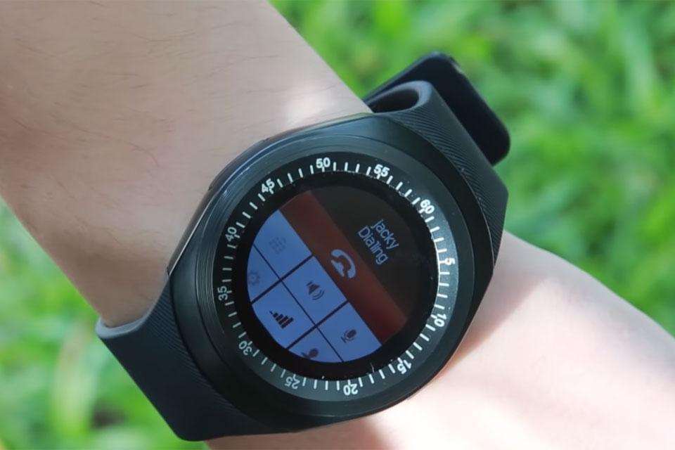 Imagem de Smartwatch que faz ligações e tem tela colorida está com 50% de desconto no tecmundo