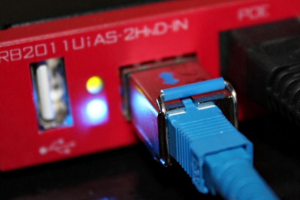 Imagem de Sem relator, Anatel discussão sobre franquia de internet fixa está parada no tecmundo