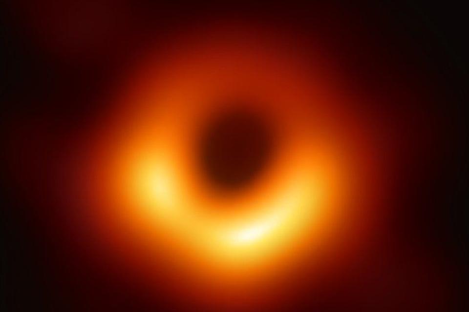 Imagem de Histórico: telescópios na Terra registram a imagem de um buraco negro no tecmundo
