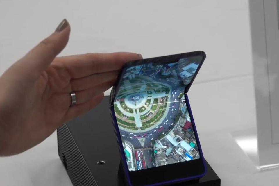 Imagem de Sharp apresenta tela dobrável que pode ser usada em smartphone flip no tecmundo