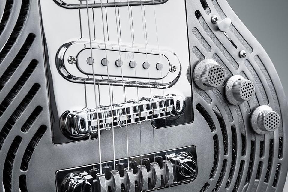 Imagem de Empresa cria guitarra de metal à prova de guitarristas nervosos no tecmundo