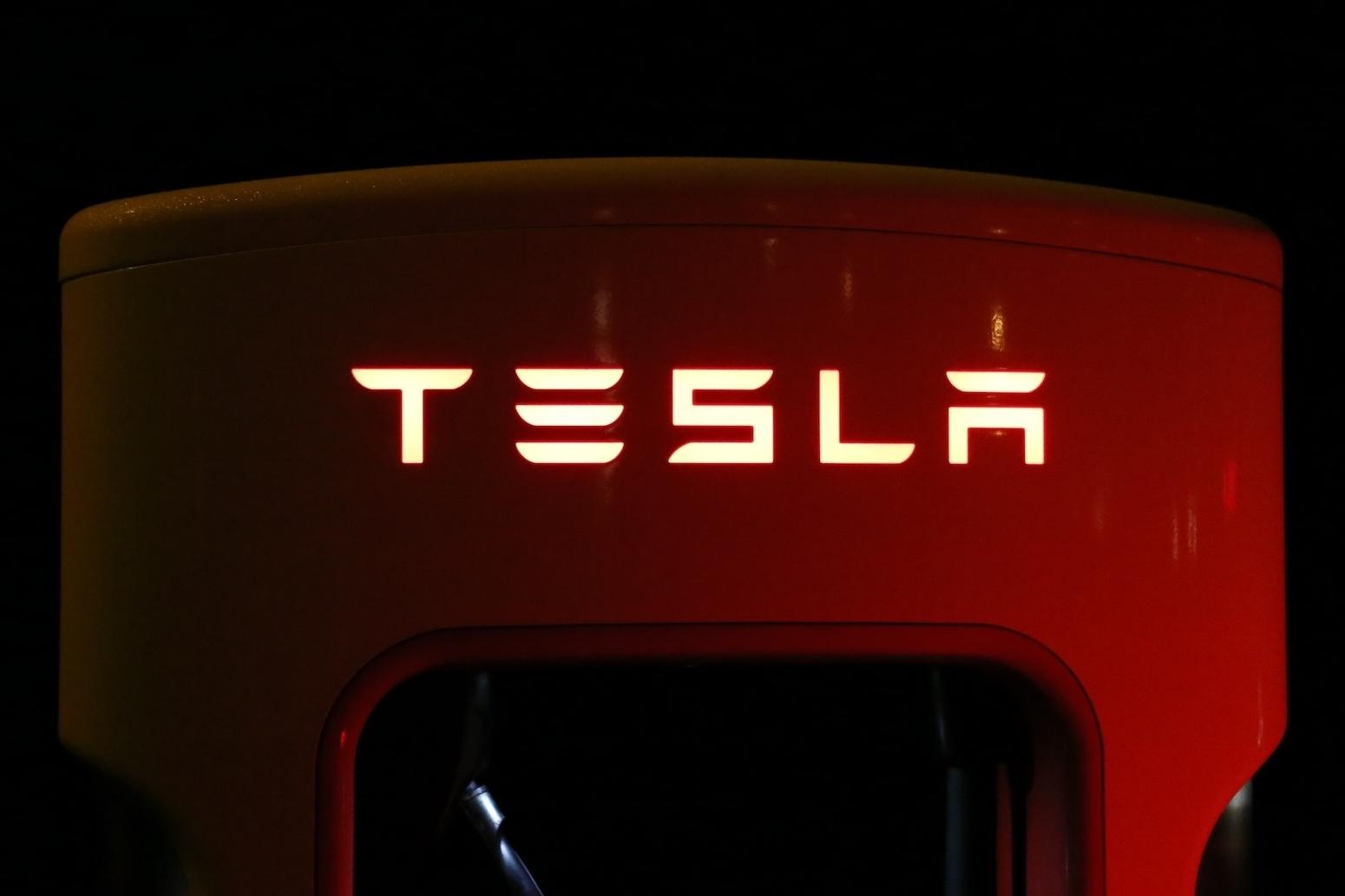 Imagem de Elon Musk promete 1 milhão de táxis autônomos da Tesla em 2020 no tecmundo