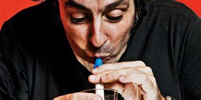 Imagem de Brasileiro inventa canudo que transforma urina em água potável no site TecMundo