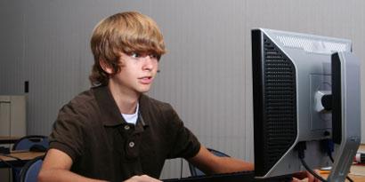 Imagem de Saúde: conheça a síndrome da visão cansada por uso de computadores no site TecMundo
