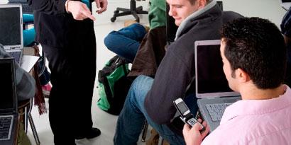 Imagem de Pesquisa revela que usar SMS e Facebook durante as aulas diminui notas de estudantes no site TecMundo
