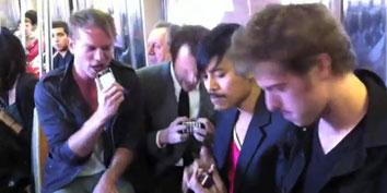 Imagem de Banda substitui instrumentos por iPhones e toca no metrô de Nova Iorque no site TecMundo